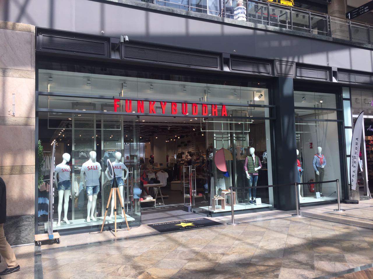 Ansicht Eingang: Eröffnung Retail-Shop Funkybuddha im Centro Oberhausen