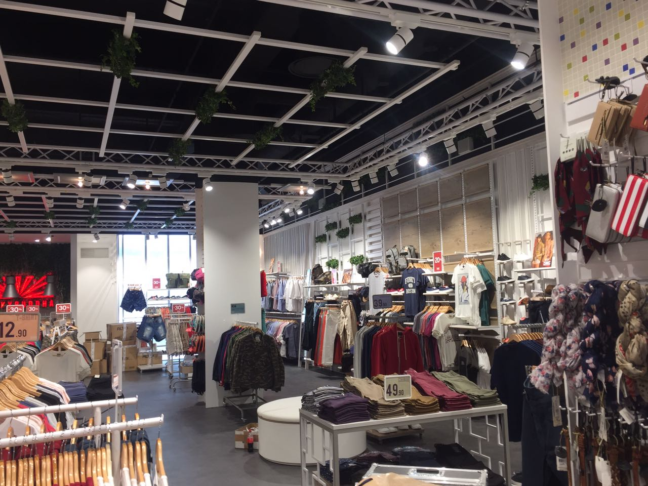 Inneneinrichtung: Eröffnung Retail-Shop Funkybuddha im Centro Oberhausen