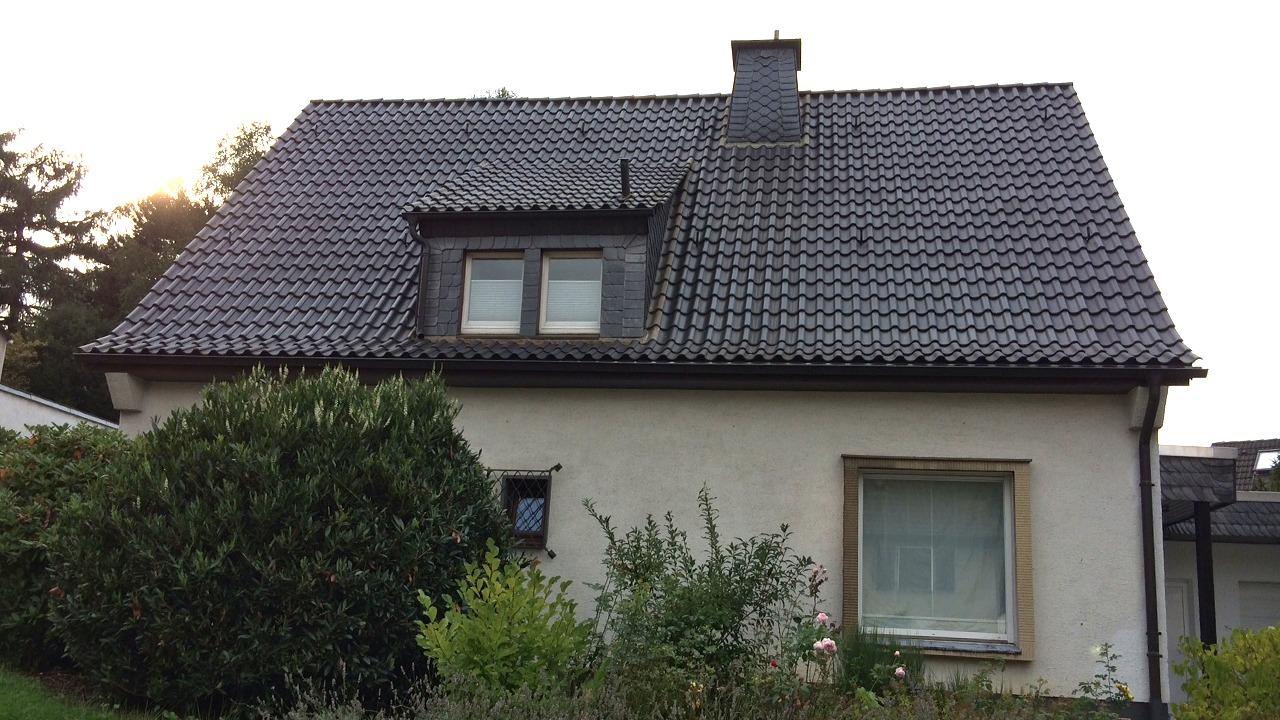 Blick von außen auf das ausgebaute Dachgeschoss in Wuppertal