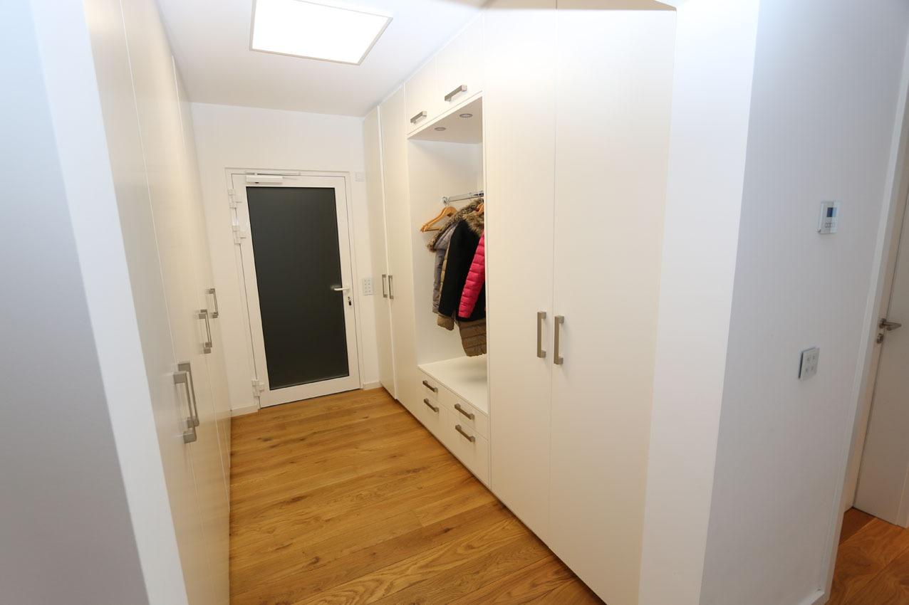 Blick in die Garderobe, Neubau in Dortmund-Lücklemberg