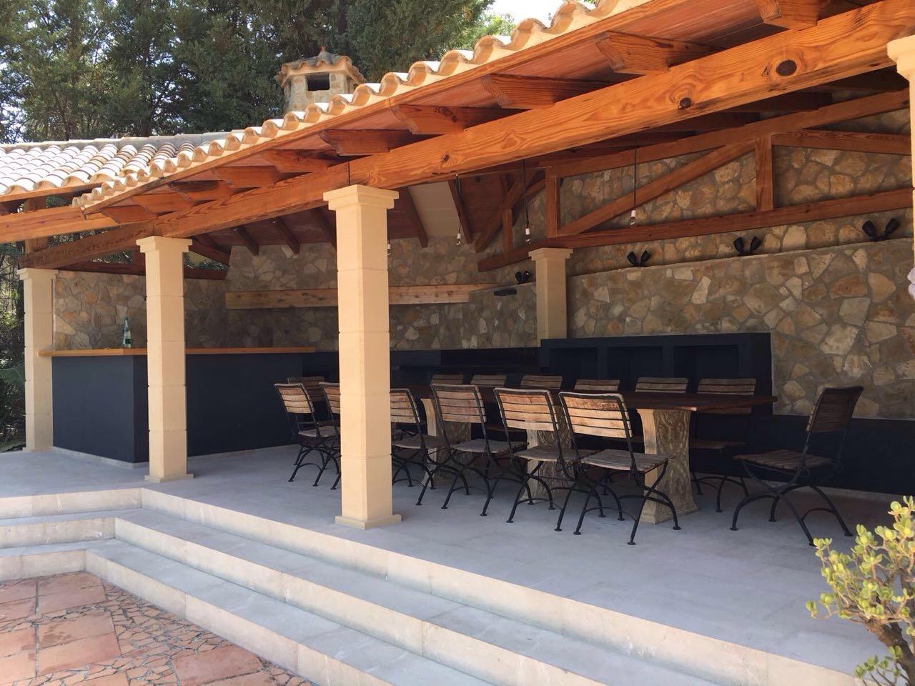 Ansicht der fertigen Außenküche in Son Vida auf Mallorca