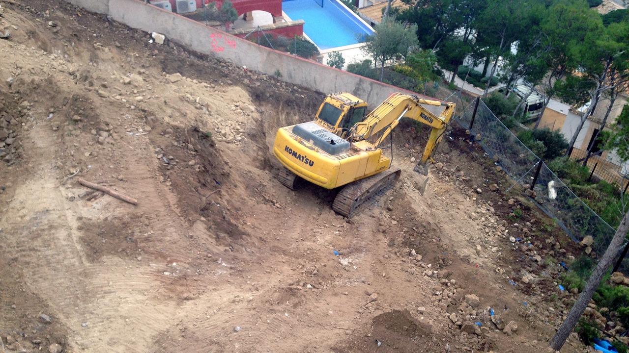 Blick das Grundstück während der Erdarbeiten in der Cala Moragues, Puerto Andratx, Mallorca