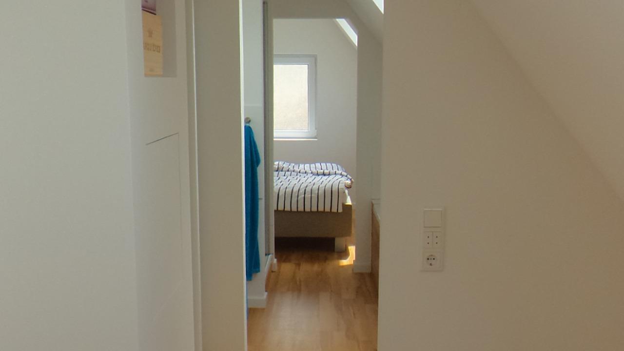Dachgeschossausbau in Wuppertal mit Blick ins Schlafzimmer